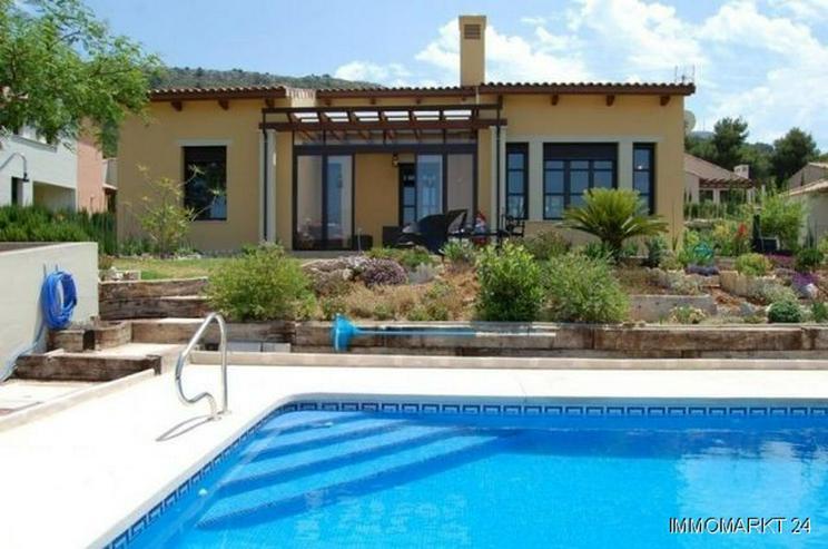 Moderne Villa mit Pool - Haus kaufen - Bild 1