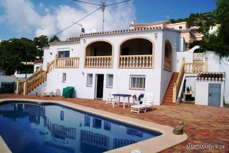 Villa mit Gästeappartement, Pool und Garage - Haus kaufen - Bild 1