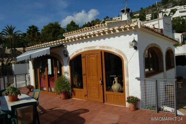 Villa mit Pool und Garage - Haus kaufen - Bild 1