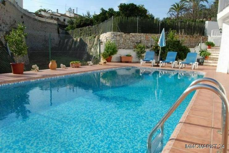 Bild 2: Villa mit Pool und Garage
