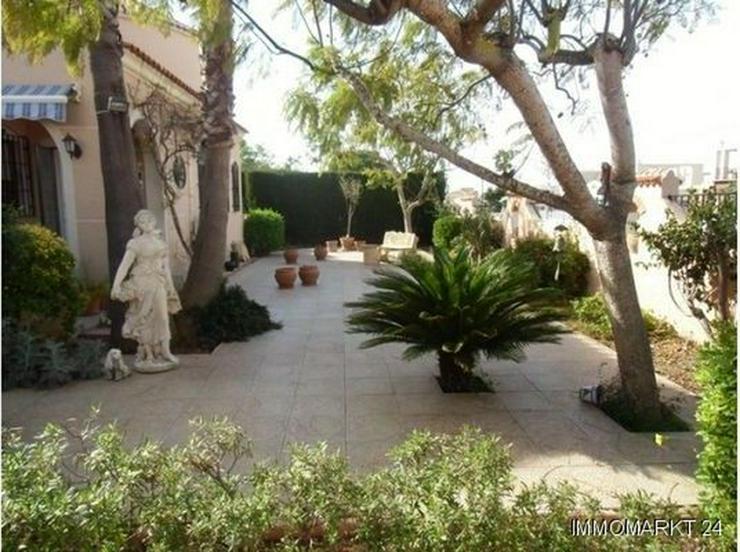 Bild 3: Große ebenerdige Villa mit Privatpool