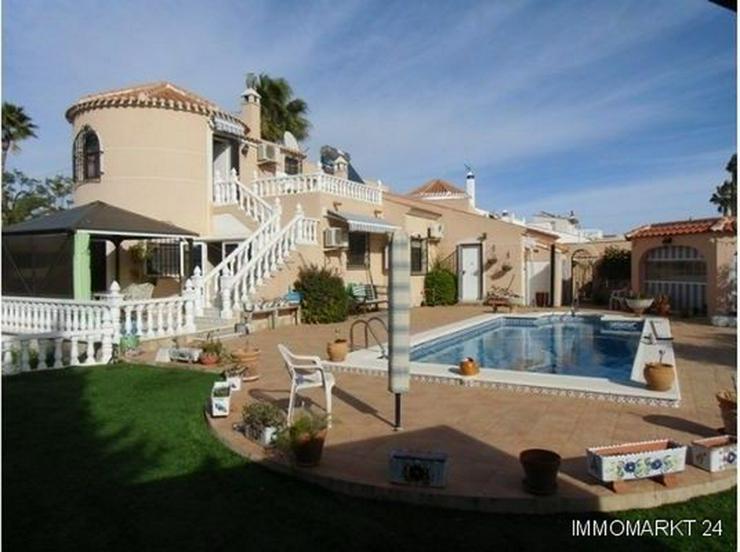Große ebenerdige Villa mit Privatpool - Haus kaufen - Bild 1