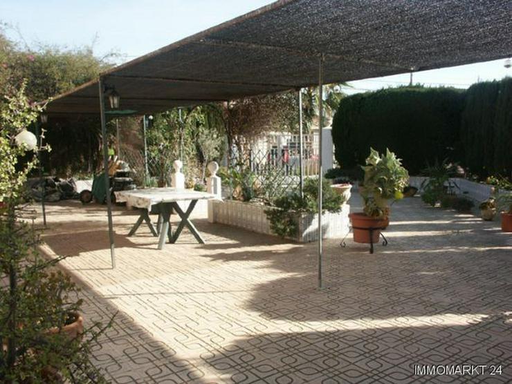 Bild 3: Dorfhaus mit 2 Wintergärten