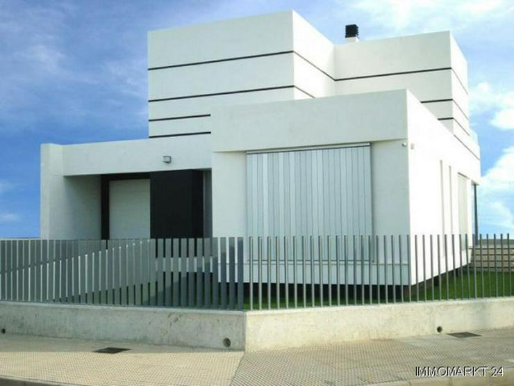 Bild 4: Villen in innovativem Design mit Privatpool und Garage