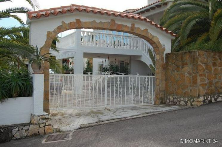 Villa in Orba - Haus kaufen - Bild 1