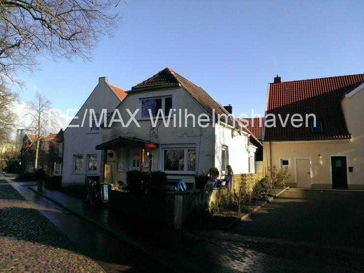 RE/MAX Wilhelmshaven bietet an:1-2 Familienhaus in der Altstadt Jever ! - Haus kaufen - Bild 1