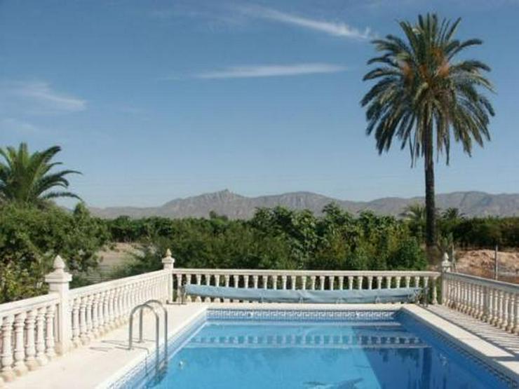 Landhaus-Villa mit Pool und phantastischem Ausblick