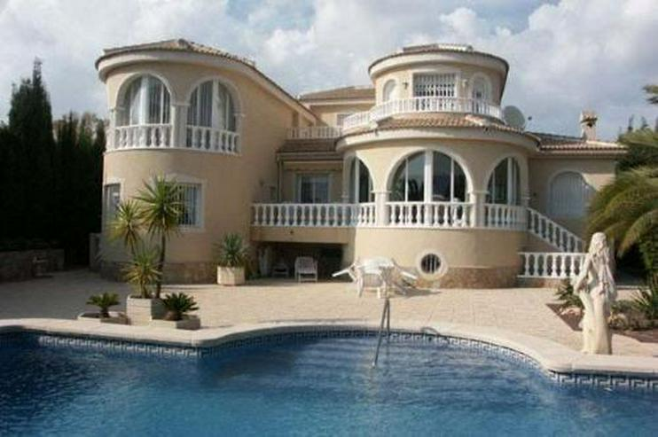 Luxusvilla mit 2 Gästeappartements