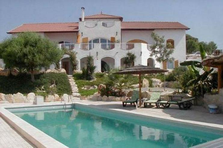 Villa mit 4 Ferienappartements