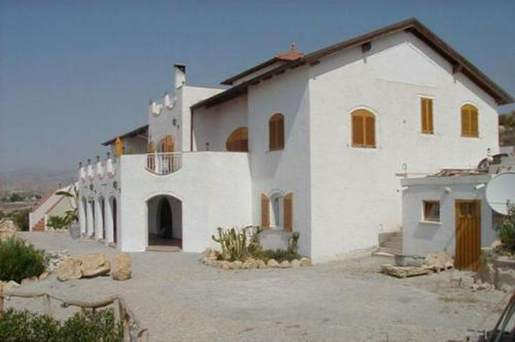 Bild 2: Villa mit 4 Ferienappartements