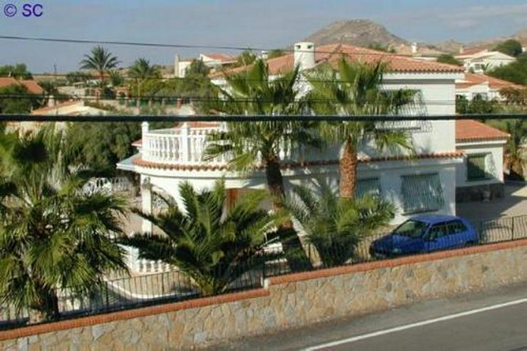 Bild 2: Exklusive Villa mit Pool, Poolhaus und Garage