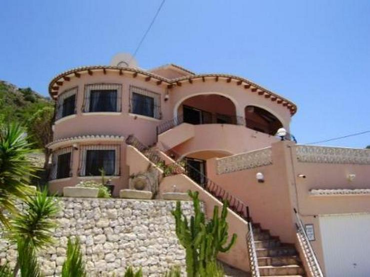 Bild 1: Großzügige Villa mit Pool