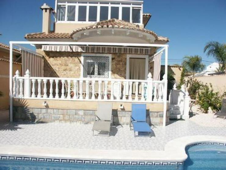Villa mit Gästeappartement und Pool - Bild 1