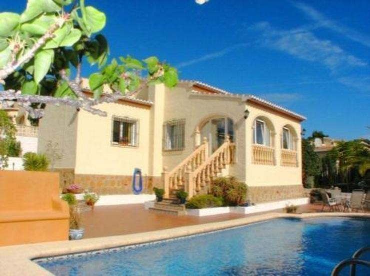 Villa mit Pool und Panoramablick - Bild 1