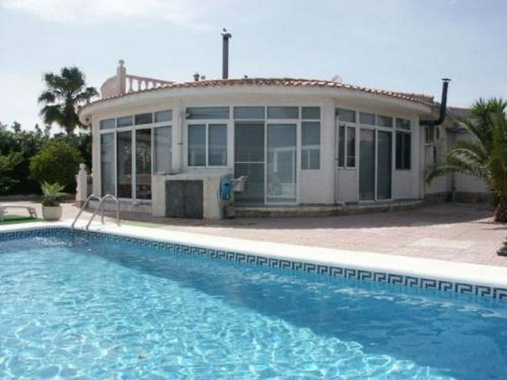 Villa mit Pool, Garage und Sommerküche - Auslandsimmobilien - Bild 1