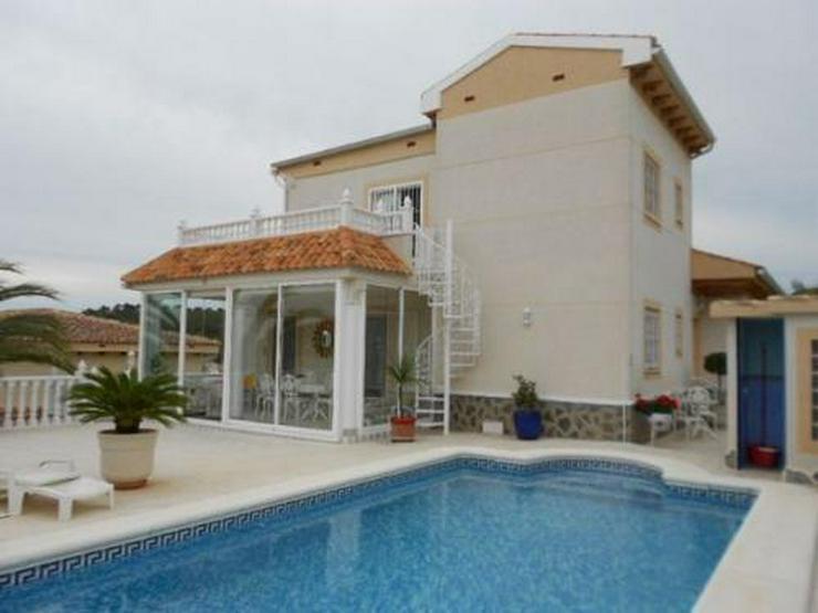 Bild 1: Exklusive und großzügige Villa mit Meerblick