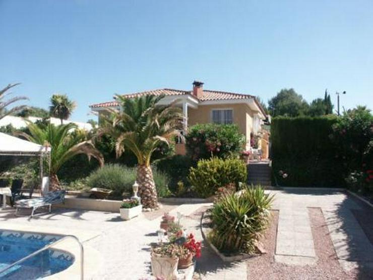 Landhaus-Villa mit Pool und phantastischem Ausblick - Bild 1