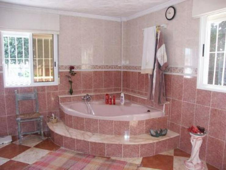 Bild 8: Exklusive und großzügige Villa mit Privatpool