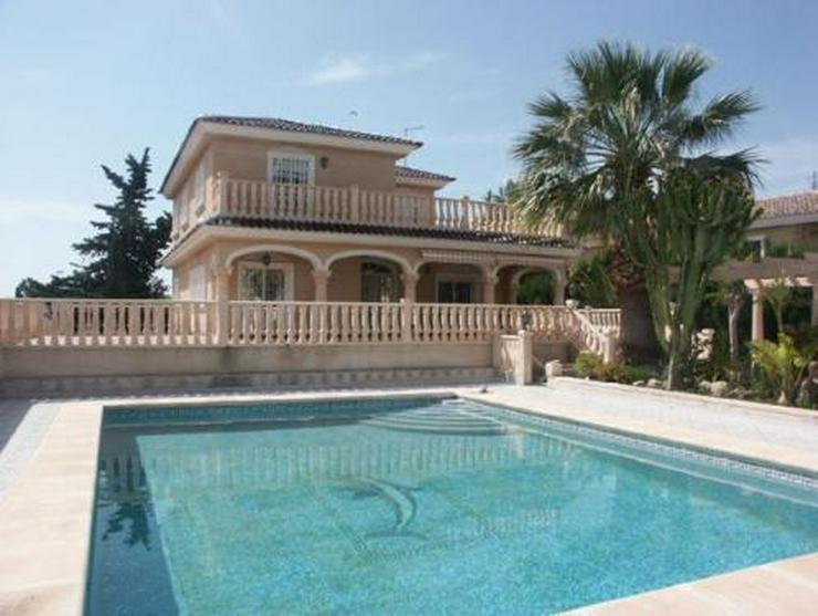 Bild 1: Exklusive und großzügige Villa mit Privatpool
