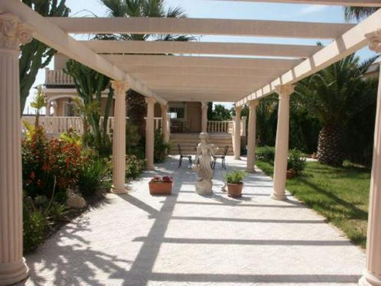 Bild 2: Exklusive und großzügige Villa mit Privatpool