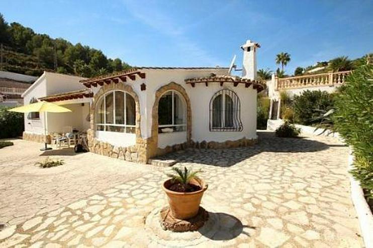 Gepflegte Villa mit Pool und Panoramablick - Bild 1