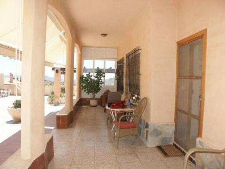 Bild 3: Landhaus-Villa mit Pool, Gästehaus und phantastischem Ausblick