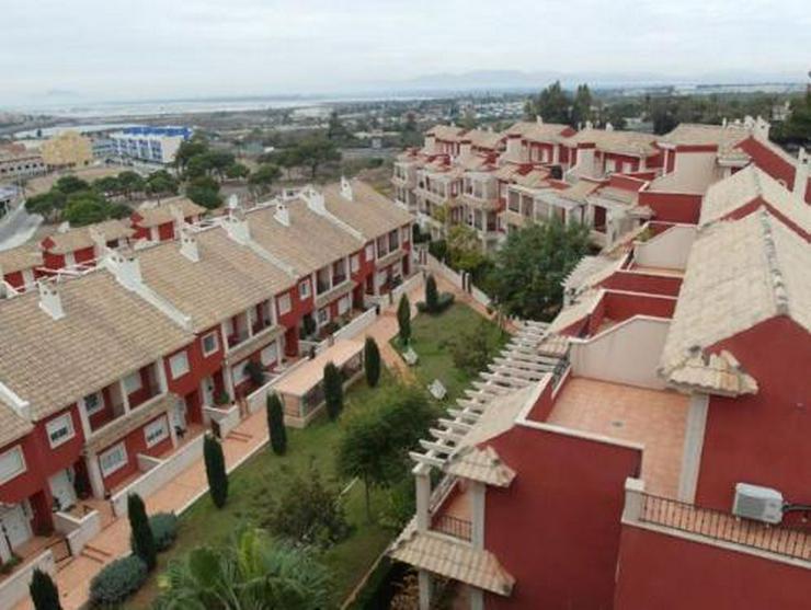 Bild 4: Überaus großzügige Einfamilienhäuser mit 6 Schlafzimmern ca. 1 km vom Strand