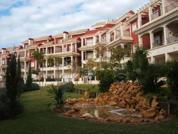 Bild 2: Überaus großzügige Einfamilienhäuser mit 6 Schlafzimmern ca. 1 km vom Strand