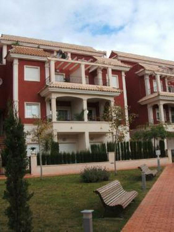 Bild 5: Überaus großzügige Einfamilienhäuser mit 6 Schlafzimmern ca. 1 km vom Strand