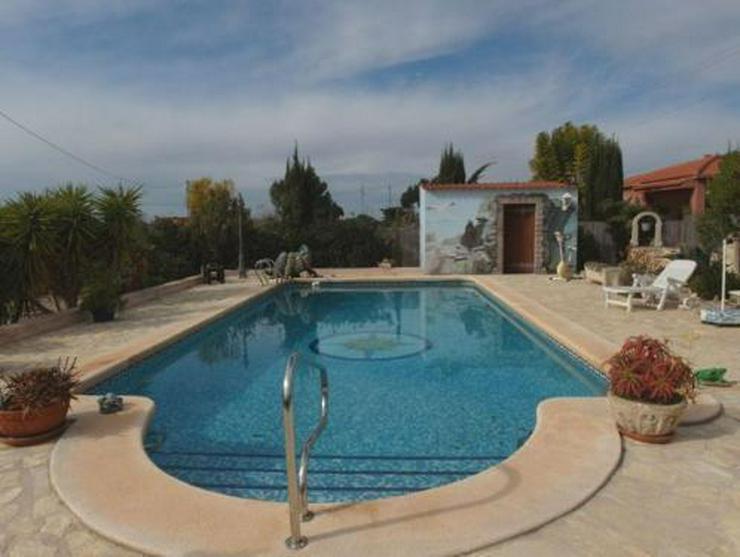 Bild 3: Landhaus-Villa mit Pool, Carport und schönem Ausblick