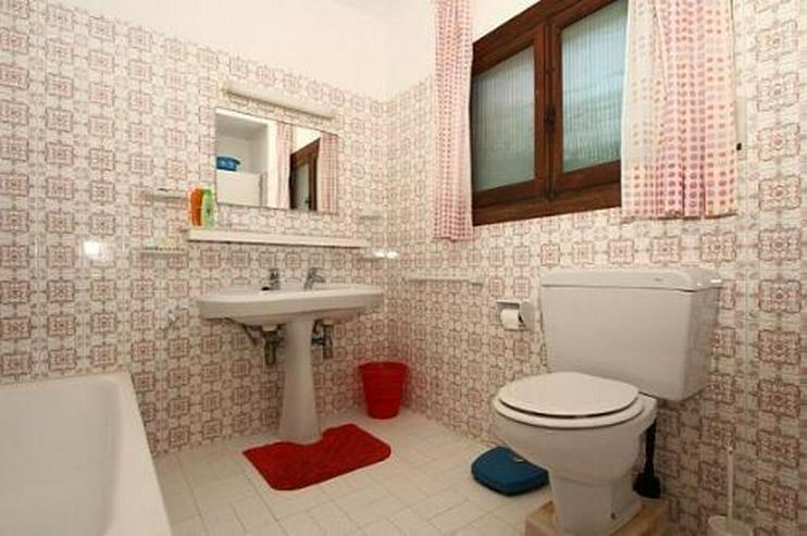 Bild 6: Große renovierungsbedürftige Villa mit Potential