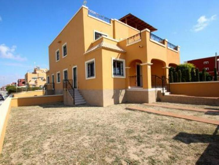 Quattrohäuser mit Gemeinschaftspool - Haus kaufen - Bild 1