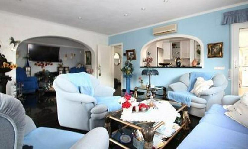 Bild 3: Komfortable Villa mit Meerblick in Benimeit