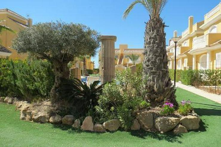 Bild 2: Doppelhaushälften in wunderschöner Anlage mit Gemeinschaftspool