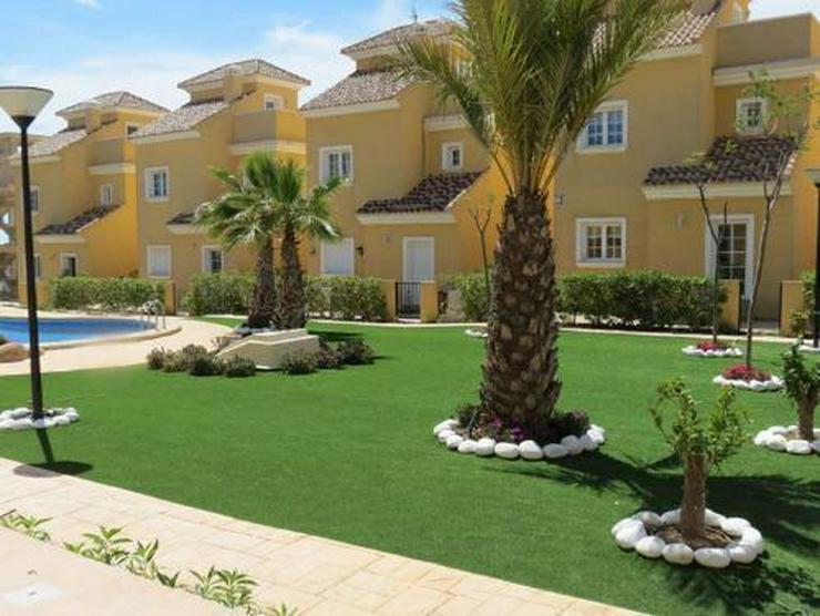 Bild 4: Doppelhaushälften in wunderschöner Anlage mit Gemeinschaftspool