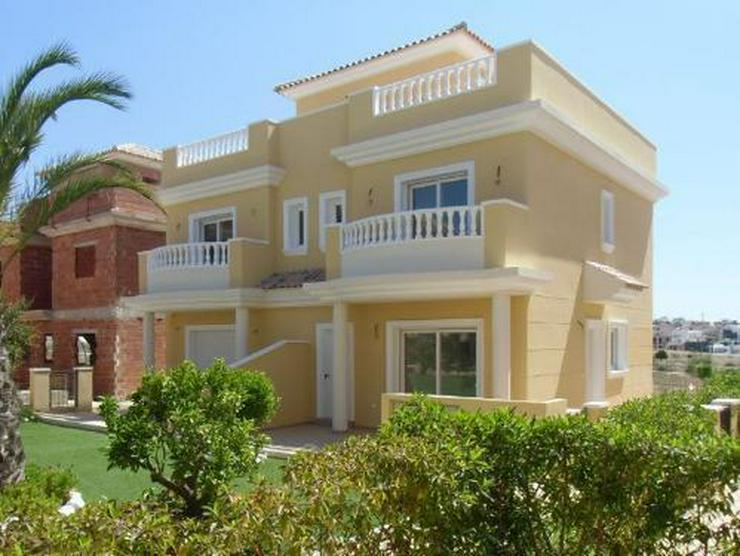 Doppelhaushälften in wunderschöner Anlage mit Gemeinschaftspool - Haus kaufen - Bild 1