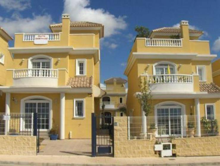 Villen in wunderschöner Anlage mit Gemeinschaftspool - Haus kaufen - Bild 1