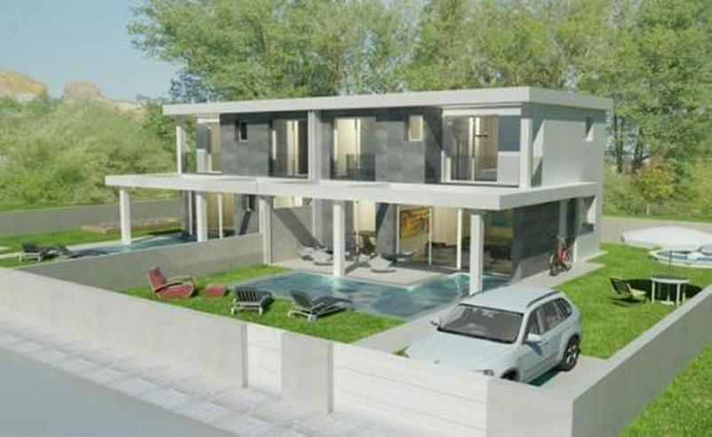 Moderne Neubau-Doppelhaushälften mit Privatpool