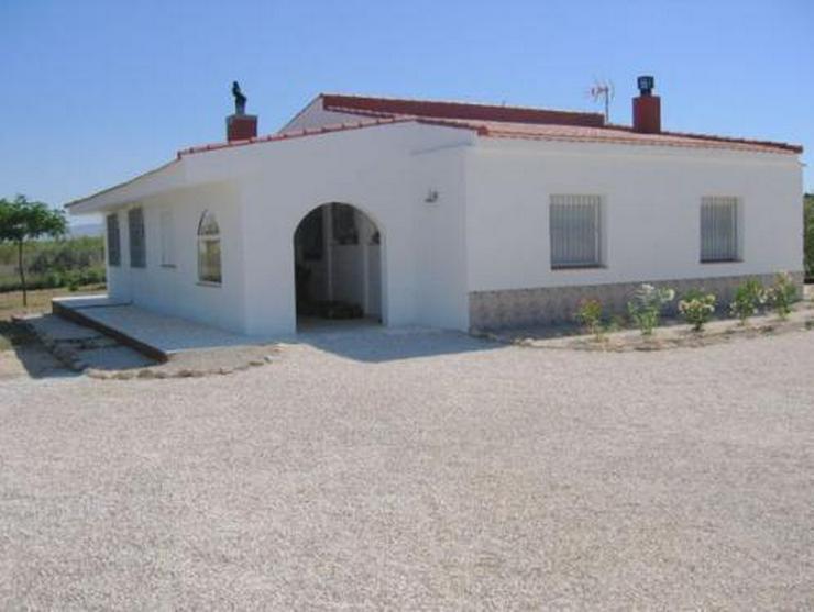 Gepflegtes Landhaus in wunderschöner Umgebung - Haus kaufen - Bild 1