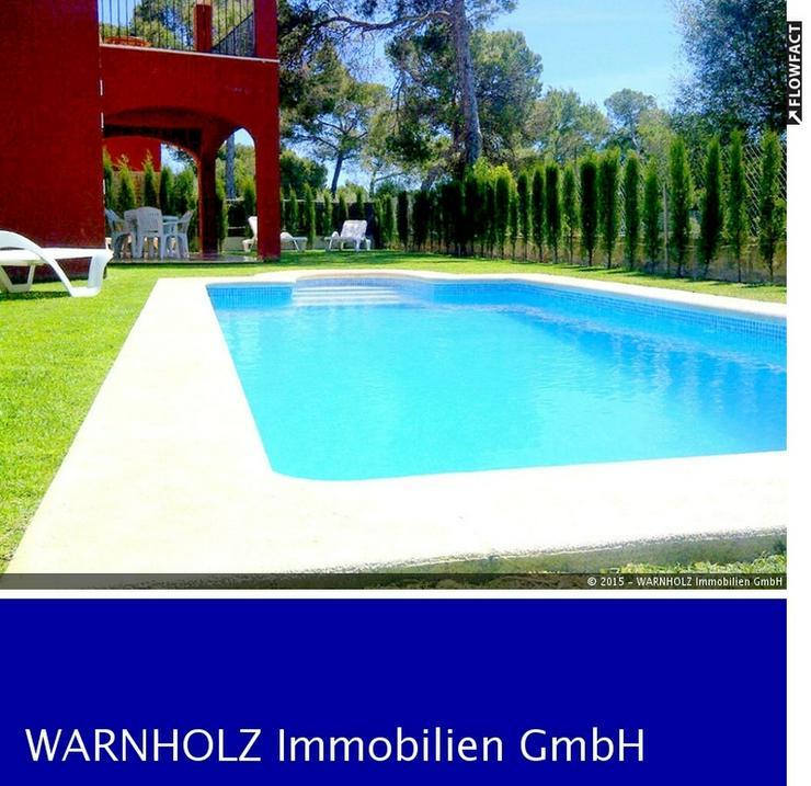 Moderne Doppelhaushälfte mit Pool und Garten in Cala Pi