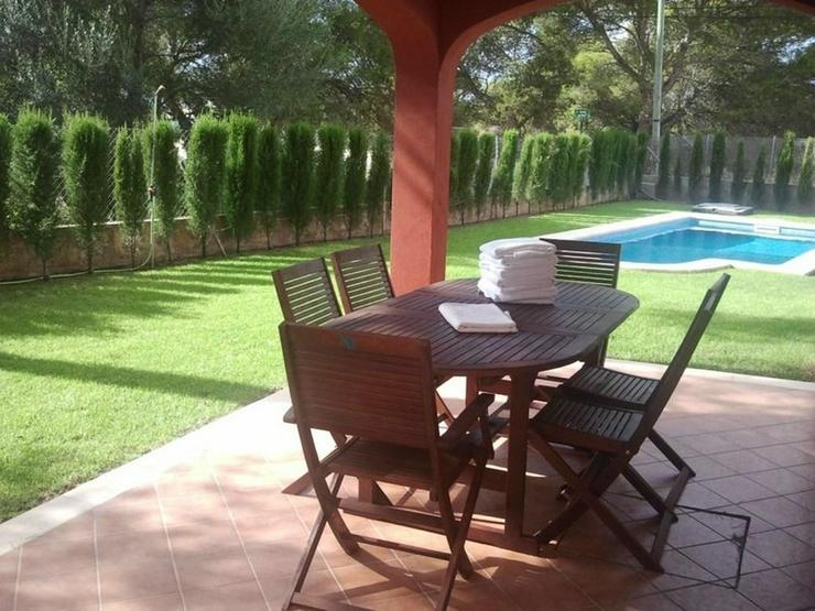Bild 6: Moderne Doppelhaushälfte mit Pool und Garten in Cala Pi