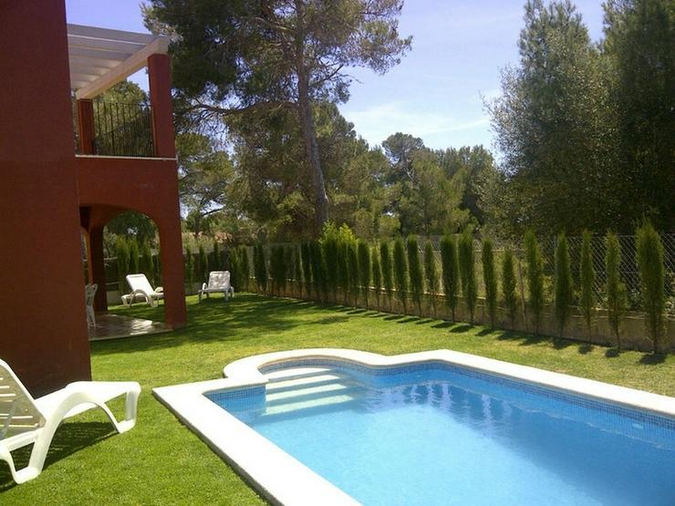 Bild 3: Moderne Doppelhaushälfte mit Pool und Garten in Cala Pi