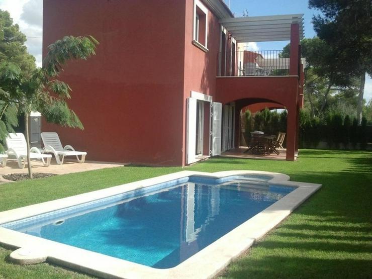 Bild 5: Moderne Doppelhaushälfte mit Pool und Garten in Cala Pi