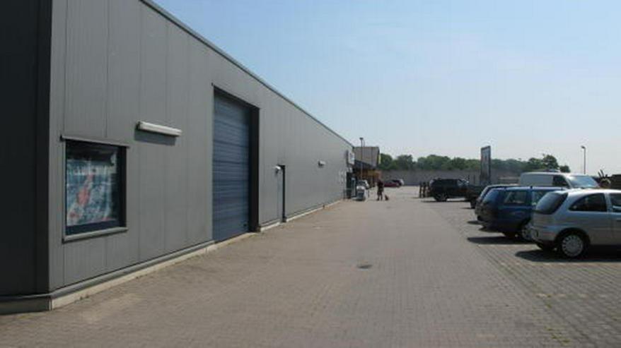 Bild 4: Helle freundliche Einzelhandelsfläche mit Parkplatzflächen
