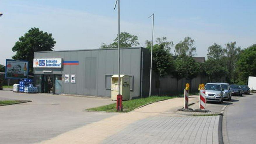 Bild 3: Helle freundliche Einzelhandelsfläche mit Parkplatzflächen