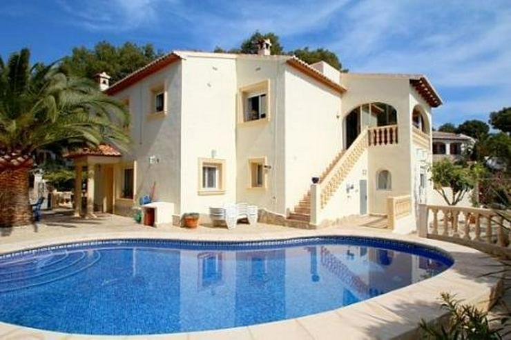 Meerblick-Villa mit Pool und Gästeappartement in Strandnähe - Bild 1