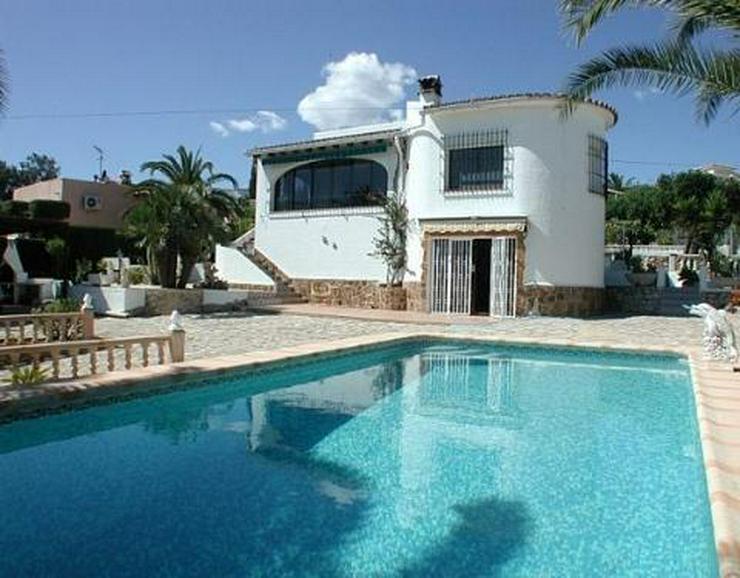 Sonnige Villa mit Pool, Gästeappartement und großer Terrasse - Haus kaufen - Bild 1