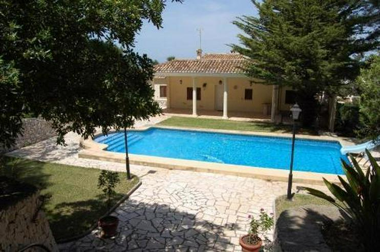 Villa mit Pool und Garage in Marquesa VI