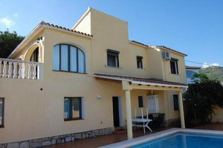 Villa in La Pedrera mit Pool und Meerblick