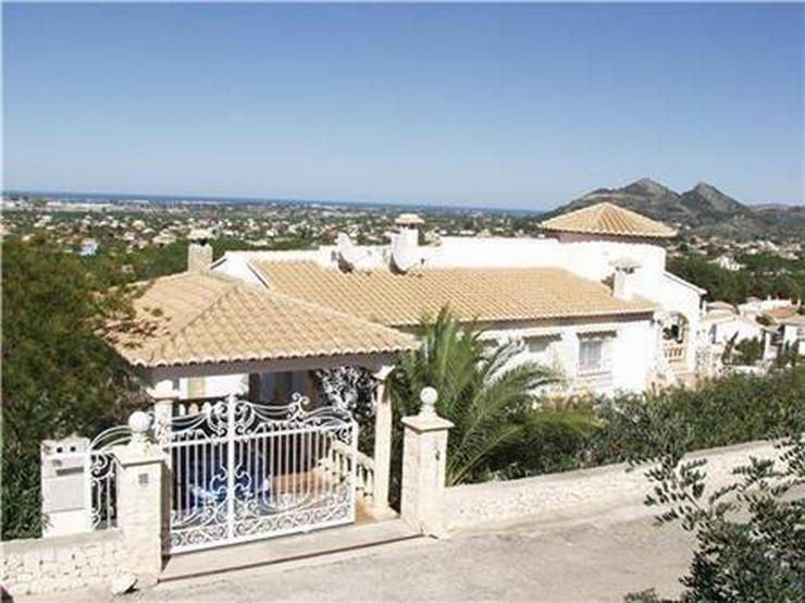 Bild 3: Beeindruckende Villa mit 3 Wohneinheiten, Pool und herrlichem Meerblick